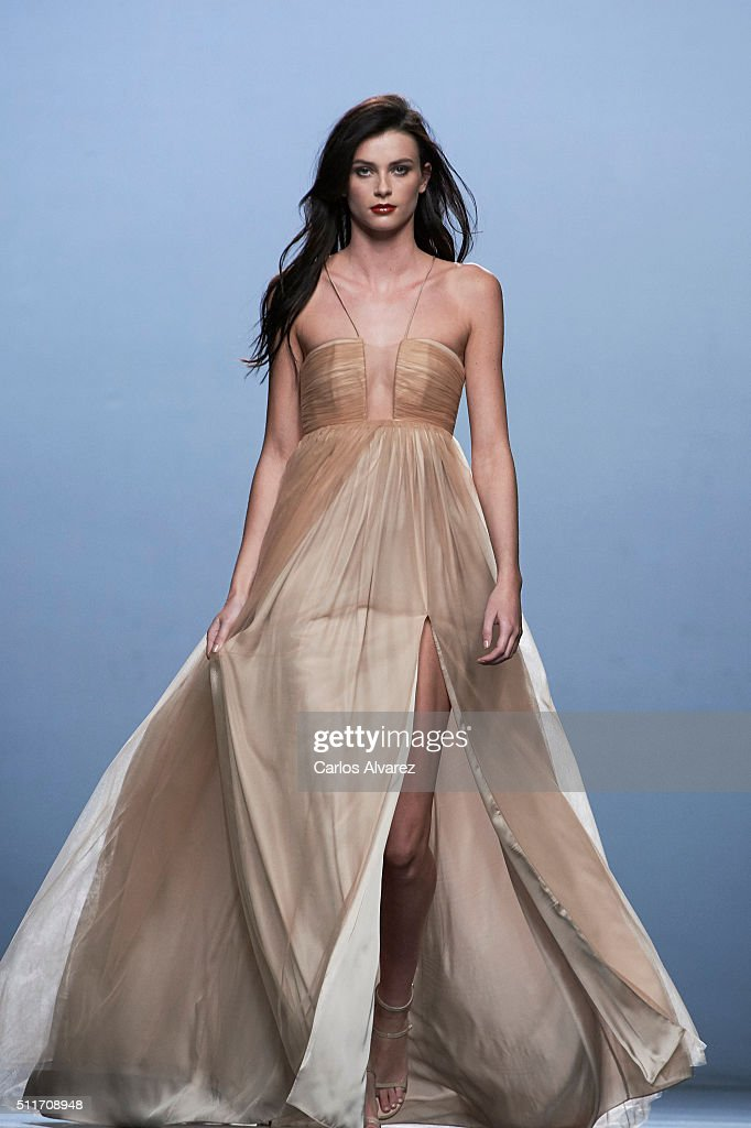 A model walks the runway at The 2nd Skin Co show during the MercedesBenz Madrid Fashion Week Autumn/Winter 2016/2017 at Ifema on February 22 2016 in...