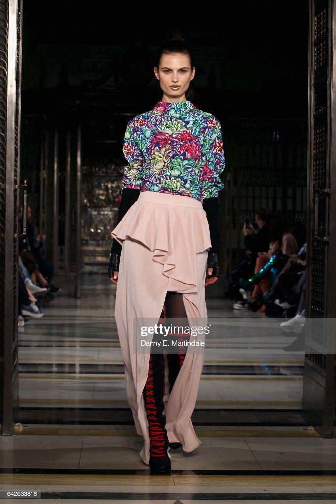 model-walks-the-runway-at-the-ashley-isham-show-at-fashion-scout-the-picture-id642633818