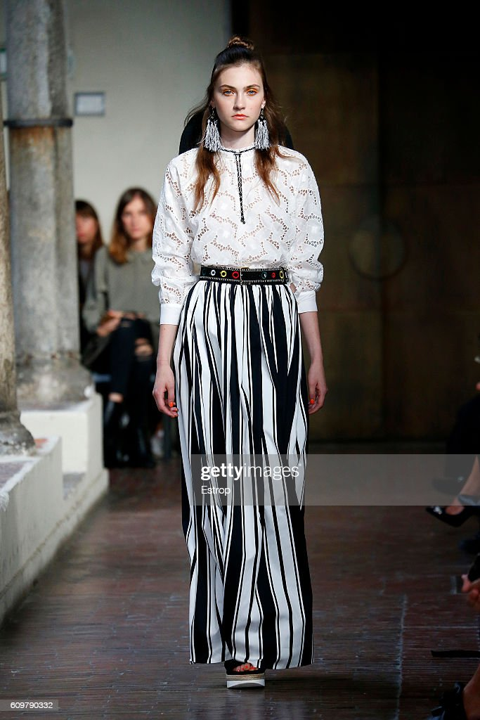 model-walks-the-runway-at-the-blugirl-designed-by-anna-molinari-show-picture-id609790332