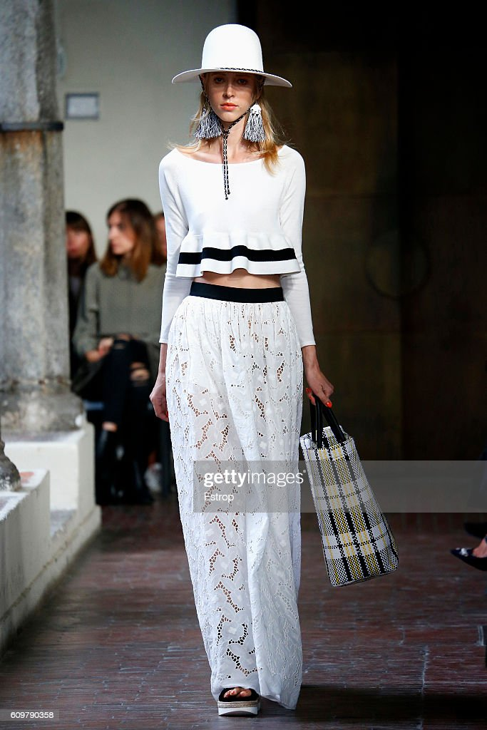 model-walks-the-runway-at-the-blugirl-designed-by-anna-molinari-show-picture-id609790358