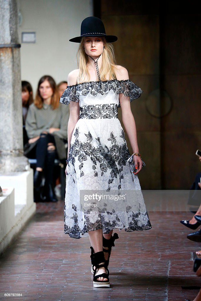 model-walks-the-runway-at-the-blugirl-designed-by-anna-molinari-show-picture-id609792584