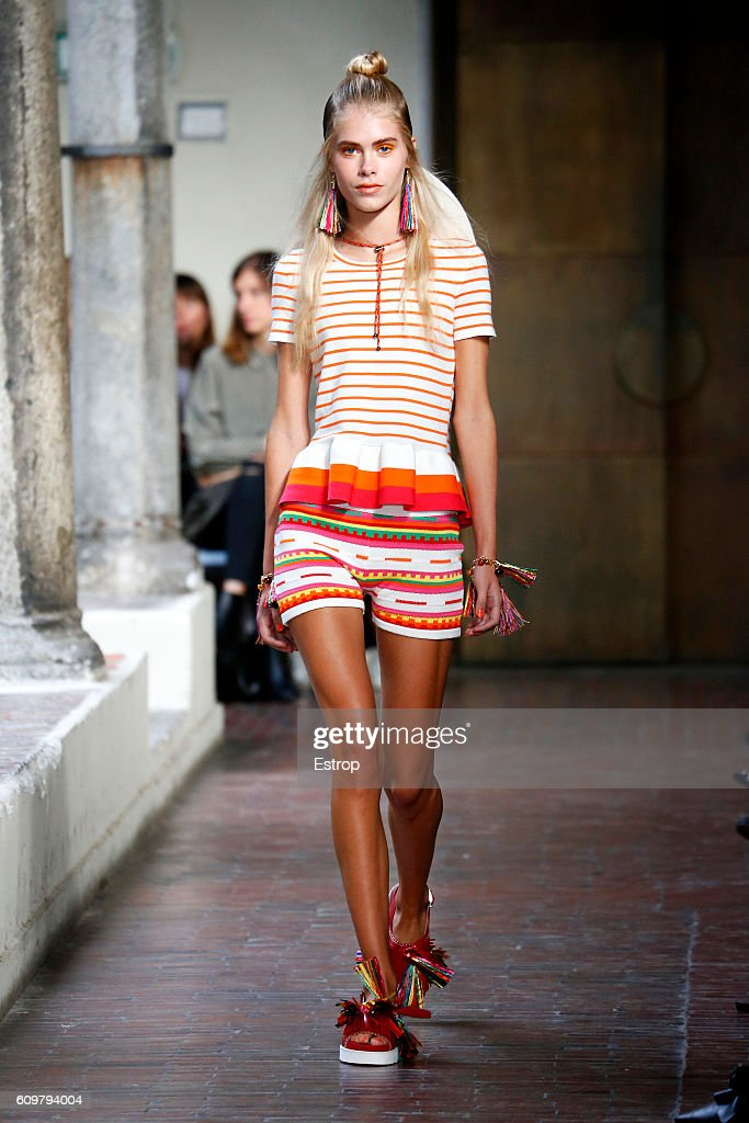 model-walks-the-runway-at-the-blugirl-designed-by-anna-molinari-show-picture-id609794004