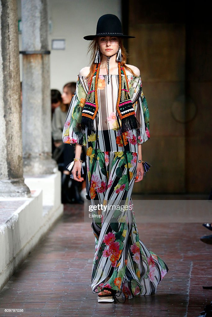 model-walks-the-runway-at-the-blugirl-designed-by-anna-molinari-show-picture-id609797036