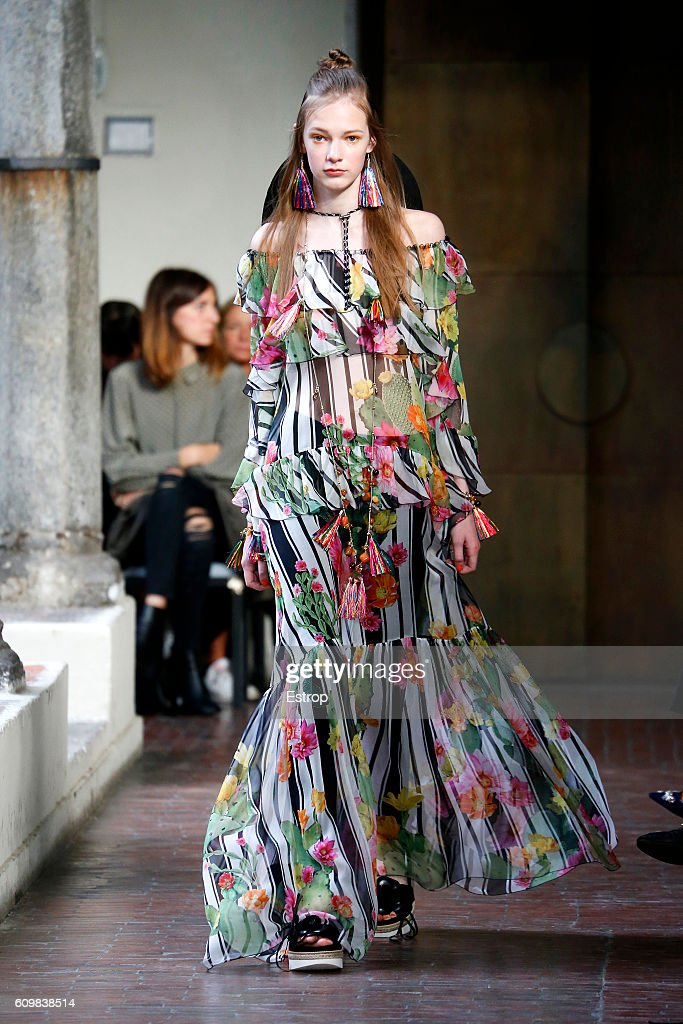 model-walks-the-runway-at-the-blugirl-designed-by-anna-molinari-show-picture-id609838514