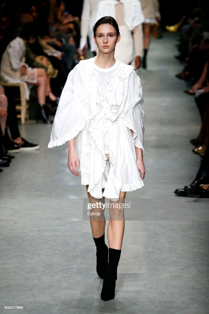model-walks-the-runway-at-the-burberry-designed-by-christopher-bailey-picture-id643477668