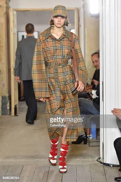 A model walks the runway at the Burberry Prorsum Spring Summer 2018 fashion show during London Fashion Week on September 16 2017 in London United...
