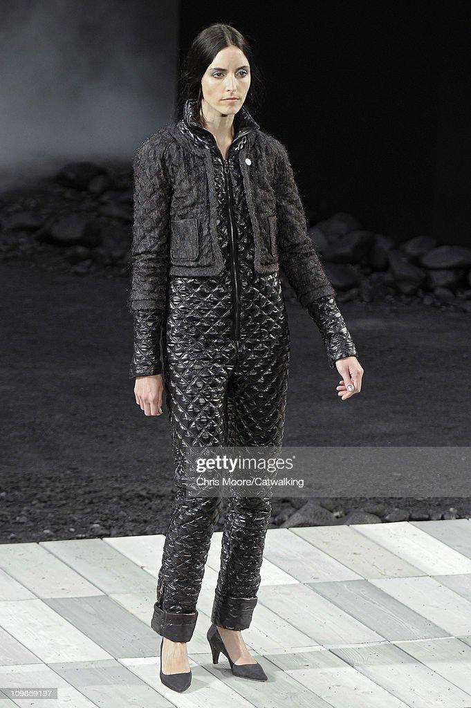 Chanel - Runway RTW - Autumn Winter 2011