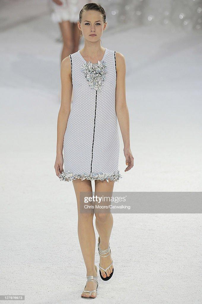 chanel runway rtw spring 2012 paris fashion week