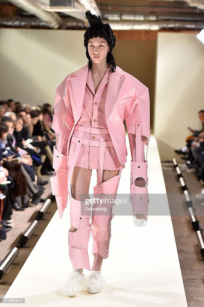 Comme Des Garcons - Runway RTW - Fall 2016
