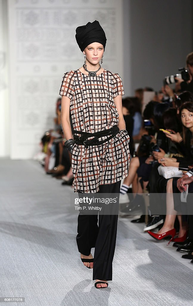 model-walks-the-runway-at-the-daks-show-during-london-fashion-week-picture-id606177078
