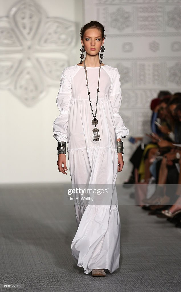 model-walks-the-runway-at-the-daks-show-during-london-fashion-week-picture-id606177082