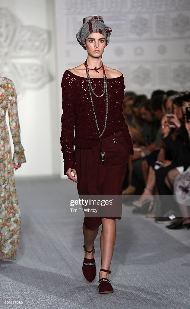 model-walks-the-runway-at-the-daks-show-during-london-fashion-week-picture-id606177086