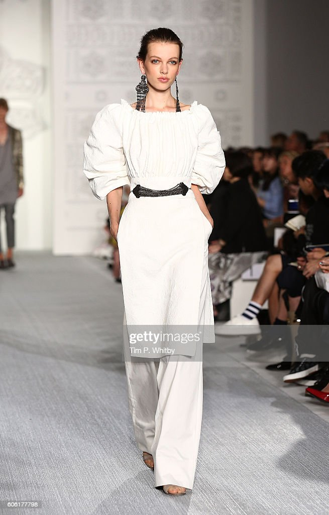 model-walks-the-runway-at-the-daks-show-during-london-fashion-week-picture-id606177798