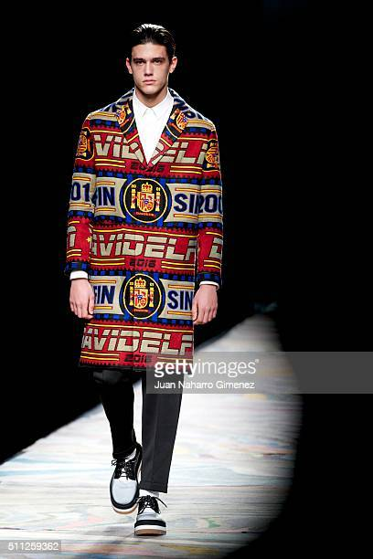 A model walks the runway at the Davidelfin show during the MercedesBenz Madrid Fashion Week Autumn/Winter 2016/2017 at Ifema on February 19 2016 in...