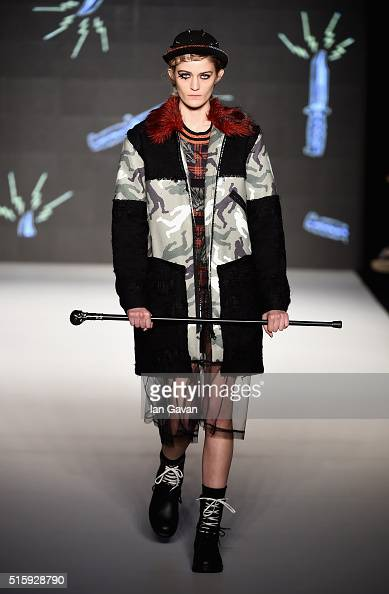 A model walks the runway at the DB Berdan show during the MercedesBenz Fashion Week Istanbul Autumn/Winter 2016 at Zorlu Center on March 16 2016 in...