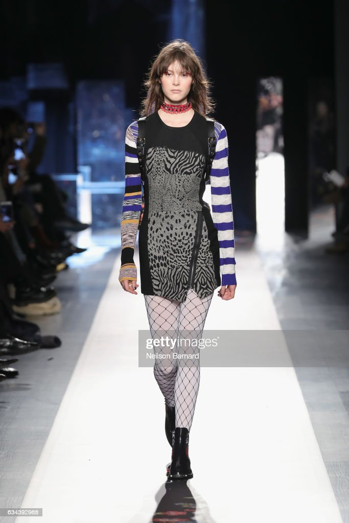 model-walks-the-runway-at-the-desigual-show-new-york-fashion-week-the-picture-id634392988