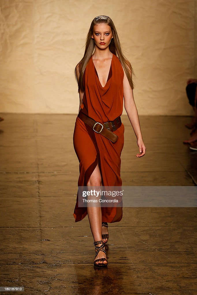 Donna karan new york runway spring 2014 mercedes benz for Donna karen new york