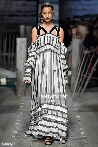 A model walks the runway at the Erdem show during London Fashion Week Spring/Summer collections 2016/2017 on September 19 2016 in London United...