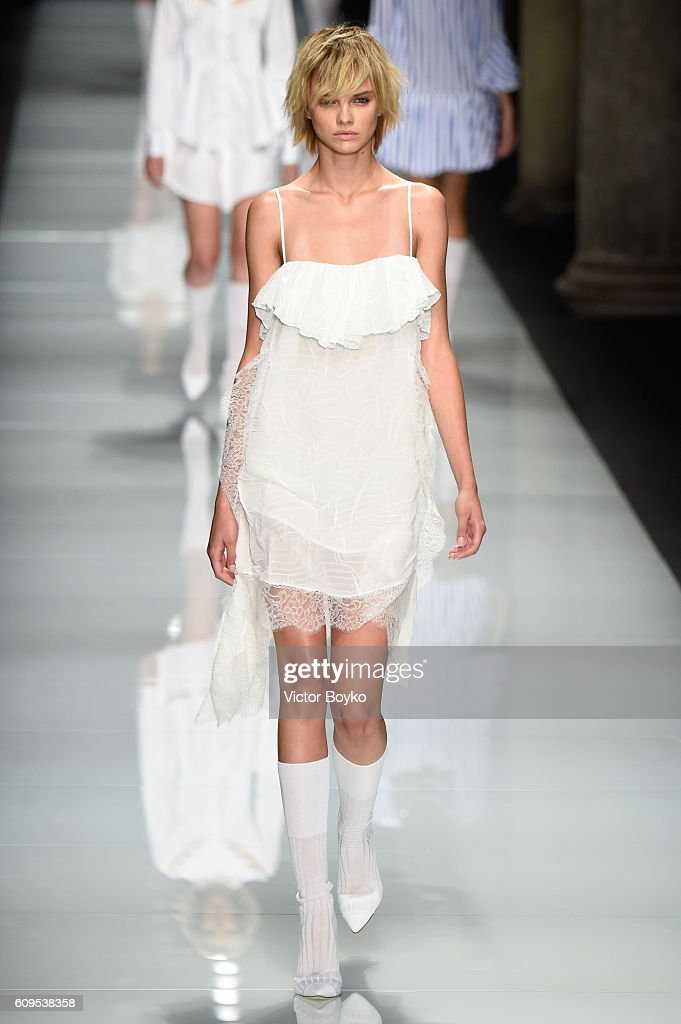 model-walks-the-runway-at-the-francesco-scognamiglio-show-during-picture-id609538358