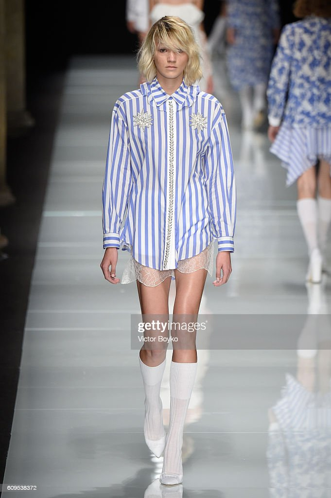 model-walks-the-runway-at-the-francesco-scognamiglio-show-during-picture-id609538372