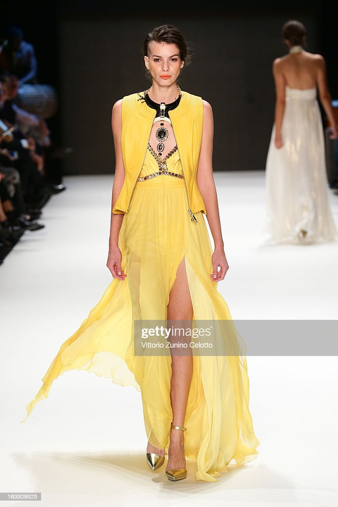 A model walks the runway at the Gizia show during Mercedes-Benz Fashion Week Istanbul s/s 2014 on October 7, 2013 in Istanbul, Turkey.