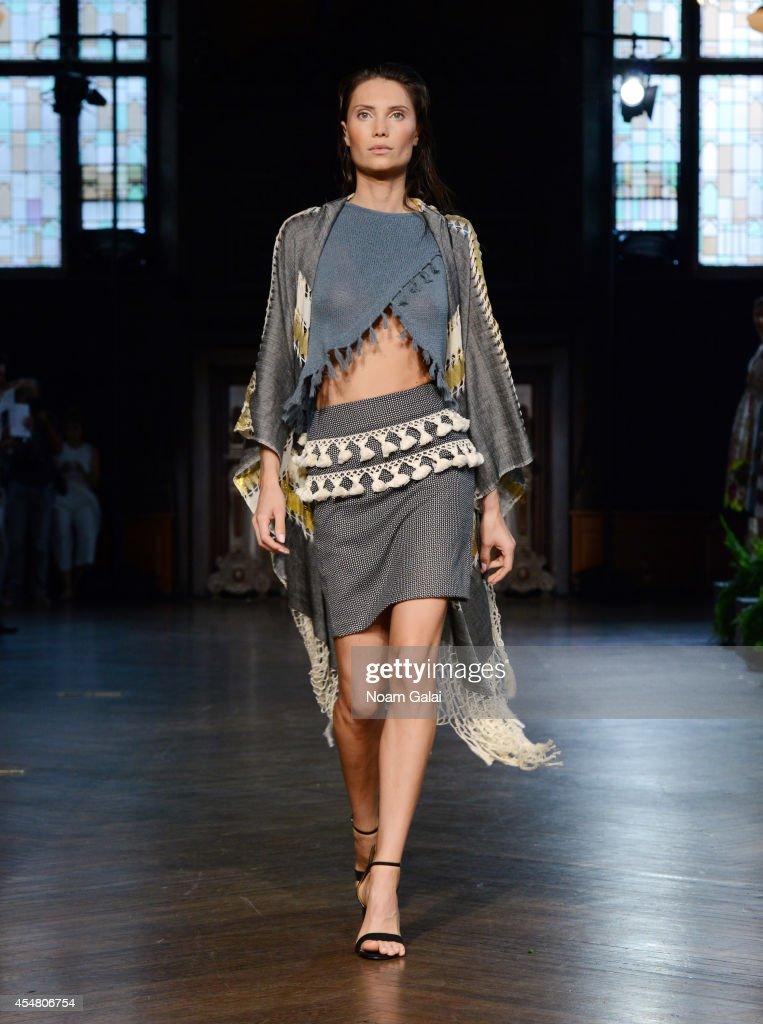Harare runway mercedes benz fashion week spring 2015 for Mercedes benz fashion show