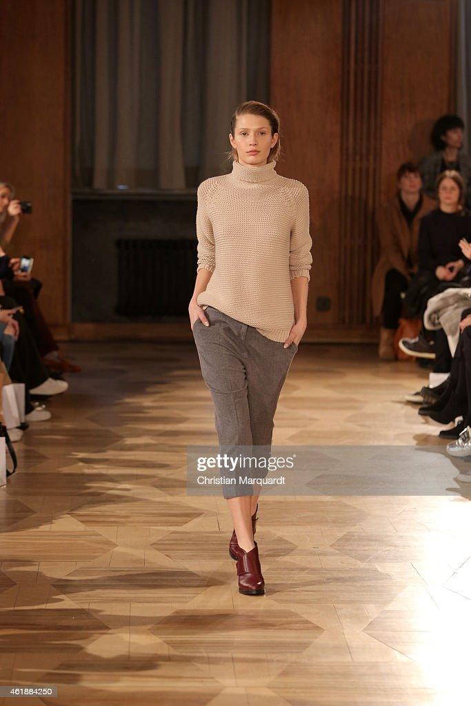 Hien le show mercedes benz fashion week berlin autumn for Mercedes benz fashion show