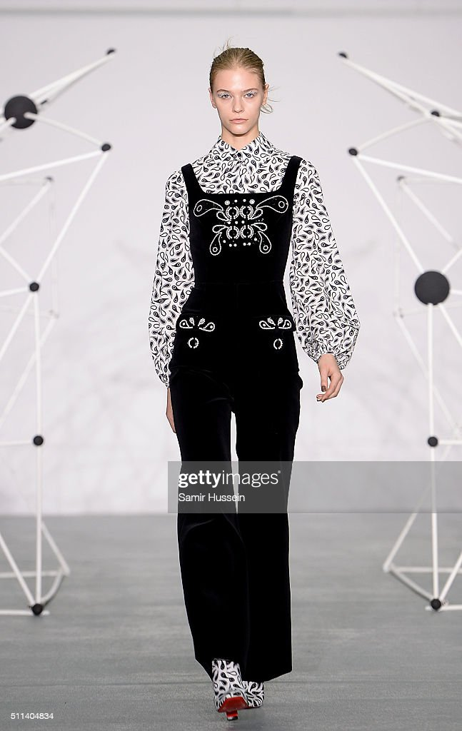 Holly Fulton Runway Lfw Aw16 Getty Images