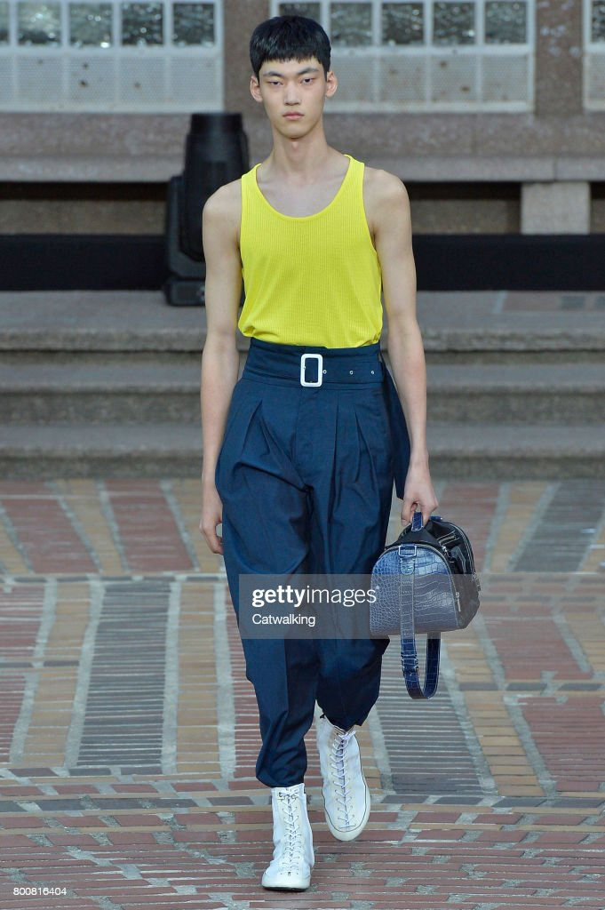 model-walks-the-runway-at-the-kenzo-spring-summer-2018-fashion-show-picture-id800816404