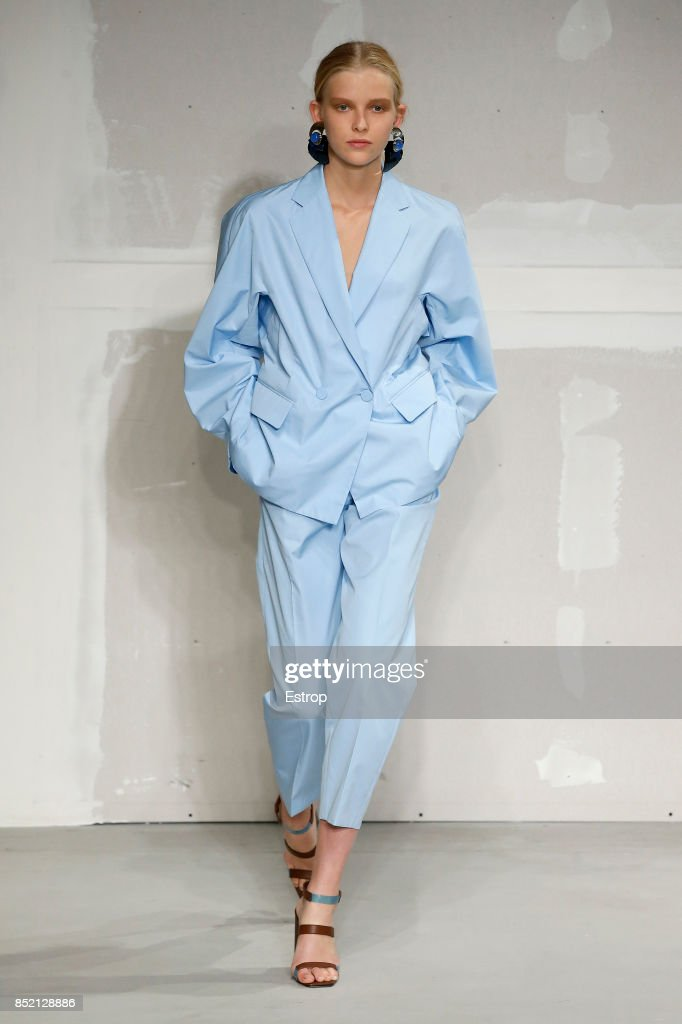 model-walks-the-runway-at-the-krizia-show-during-milan-fashion-week-picture-id852128886