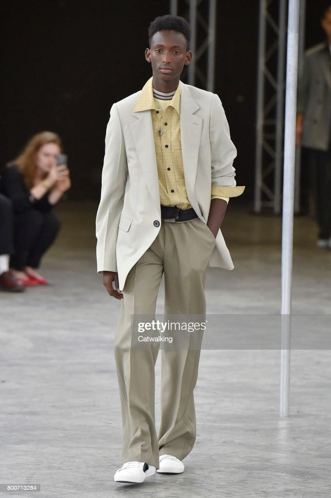 model-walks-the-runway-at-the-lanvin-spring-summer-2018-fashion-show-picture-id800713284