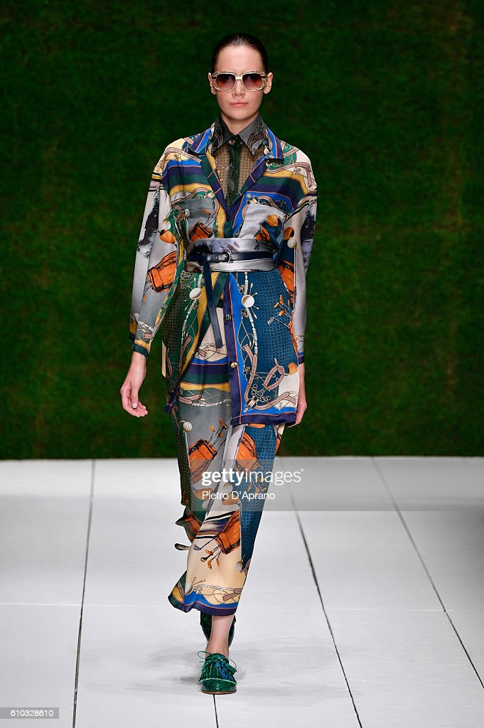 model-walks-the-runway-at-the-laura-biagiotti-show-during-milan-week-picture-id610328610