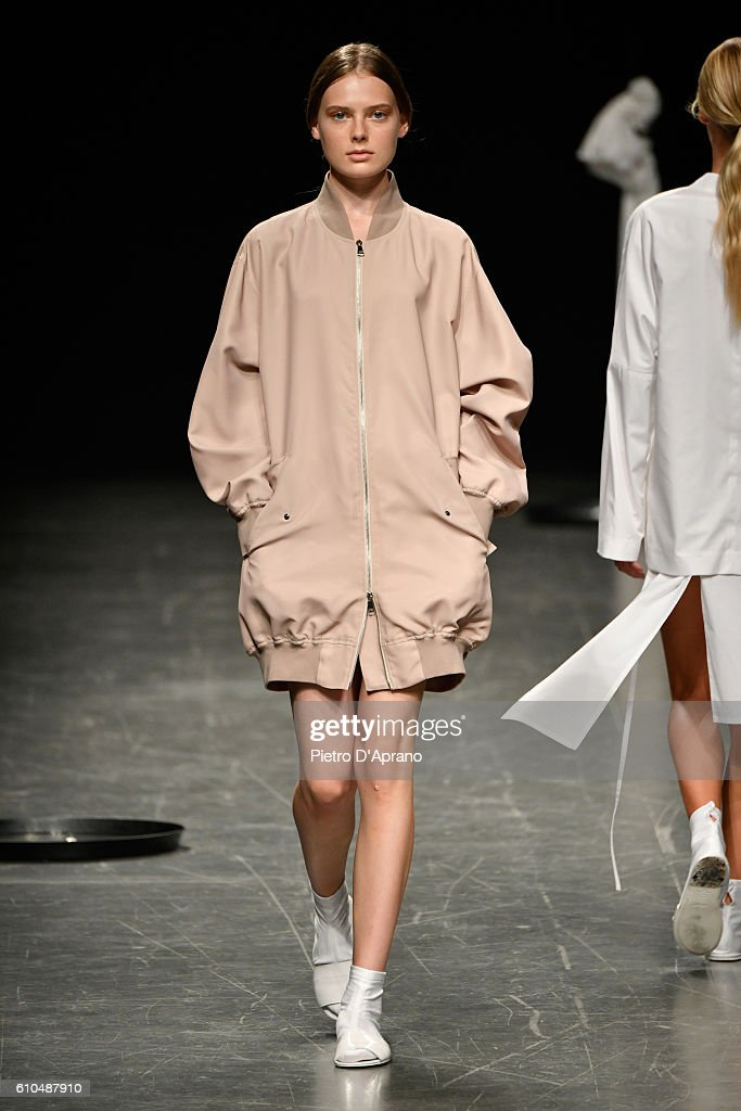 model-walks-the-runway-at-the-lucio-vanotti-show-during-milan-fashion-picture-id610487910