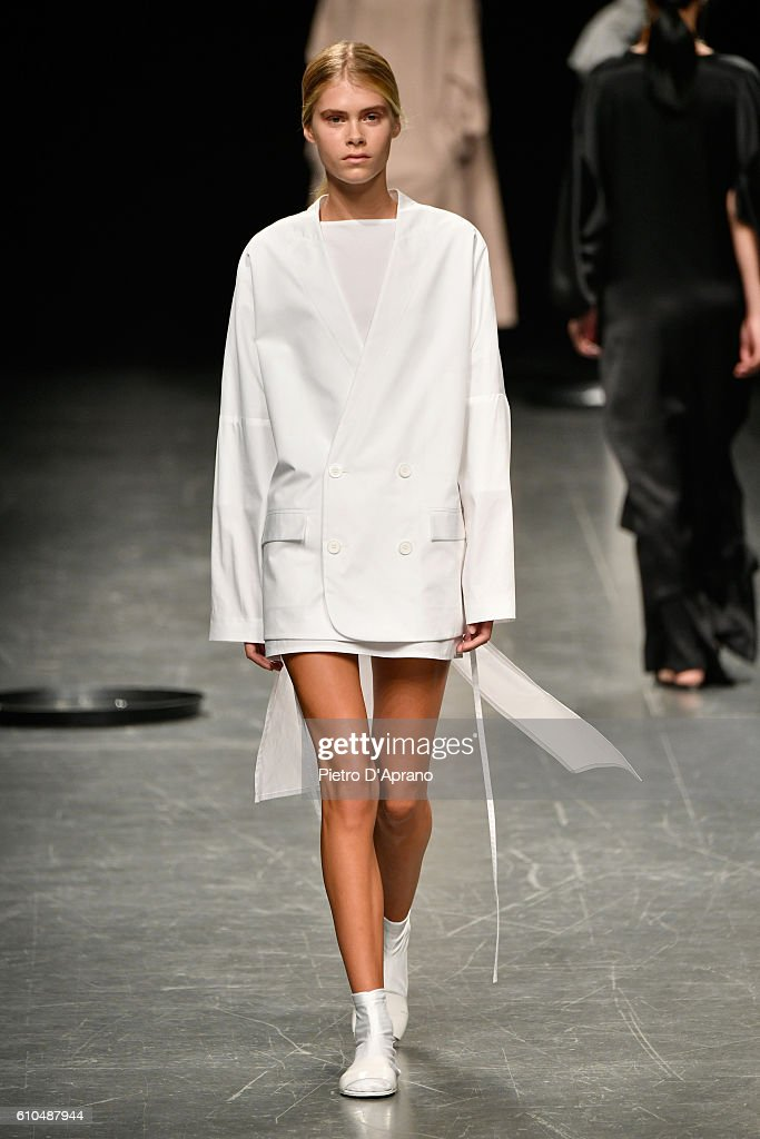 model-walks-the-runway-at-the-lucio-vanotti-show-during-milan-fashion-picture-id610487944