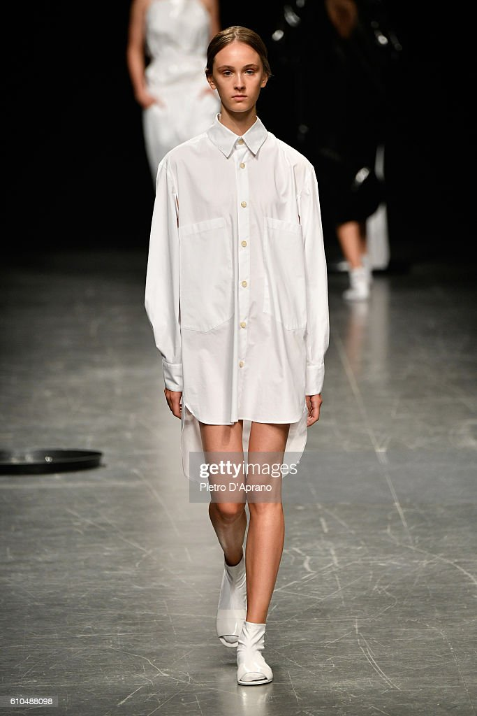 model-walks-the-runway-at-the-lucio-vanotti-show-during-milan-fashion-picture-id610488098