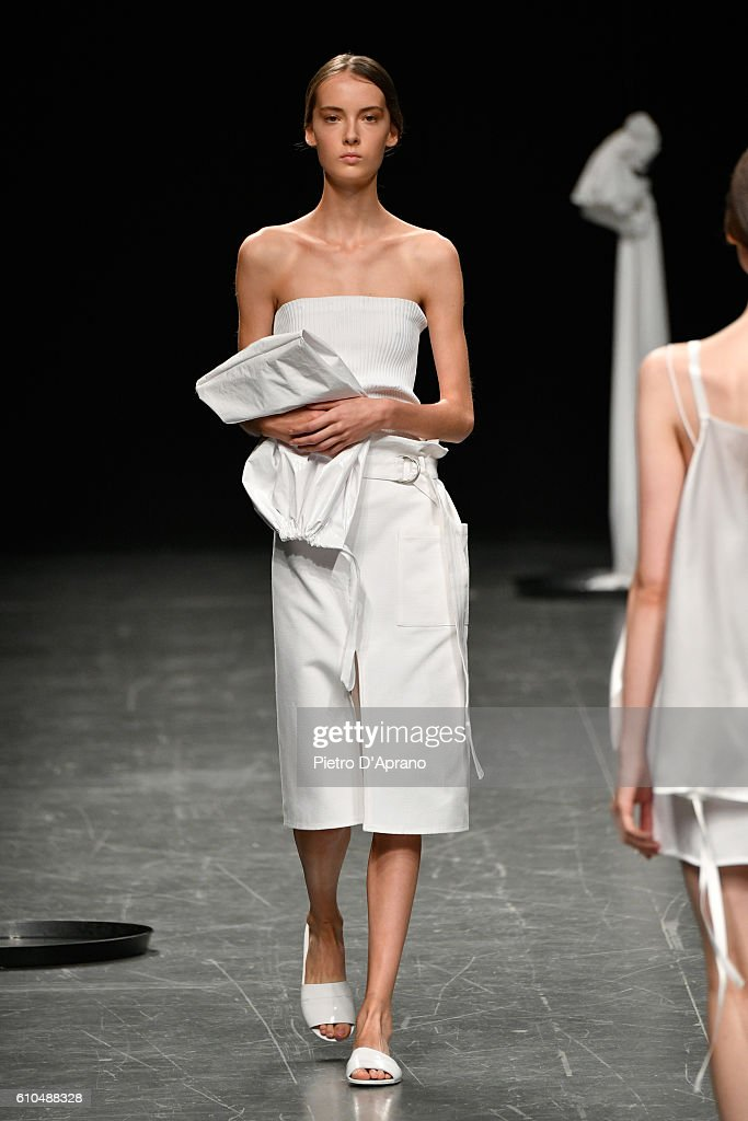model-walks-the-runway-at-the-lucio-vanotti-show-during-milan-fashion-picture-id610488328