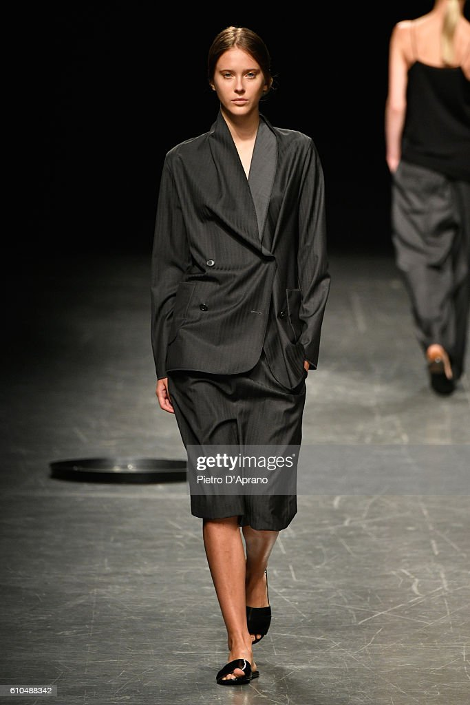 model-walks-the-runway-at-the-lucio-vanotti-show-during-milan-fashion-picture-id610488342