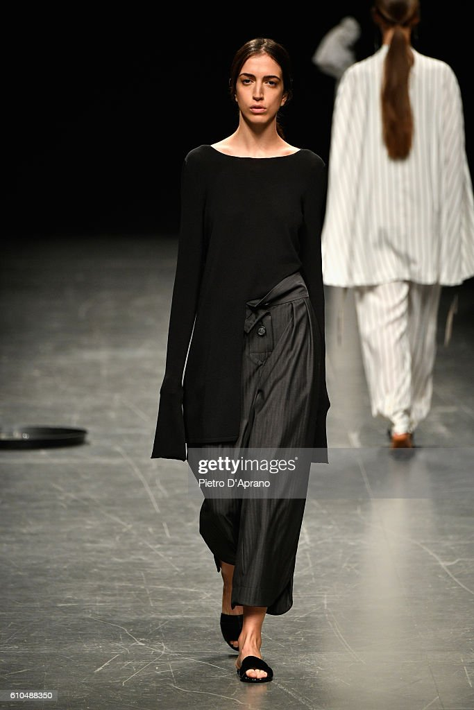 model-walks-the-runway-at-the-lucio-vanotti-show-during-milan-fashion-picture-id610488350
