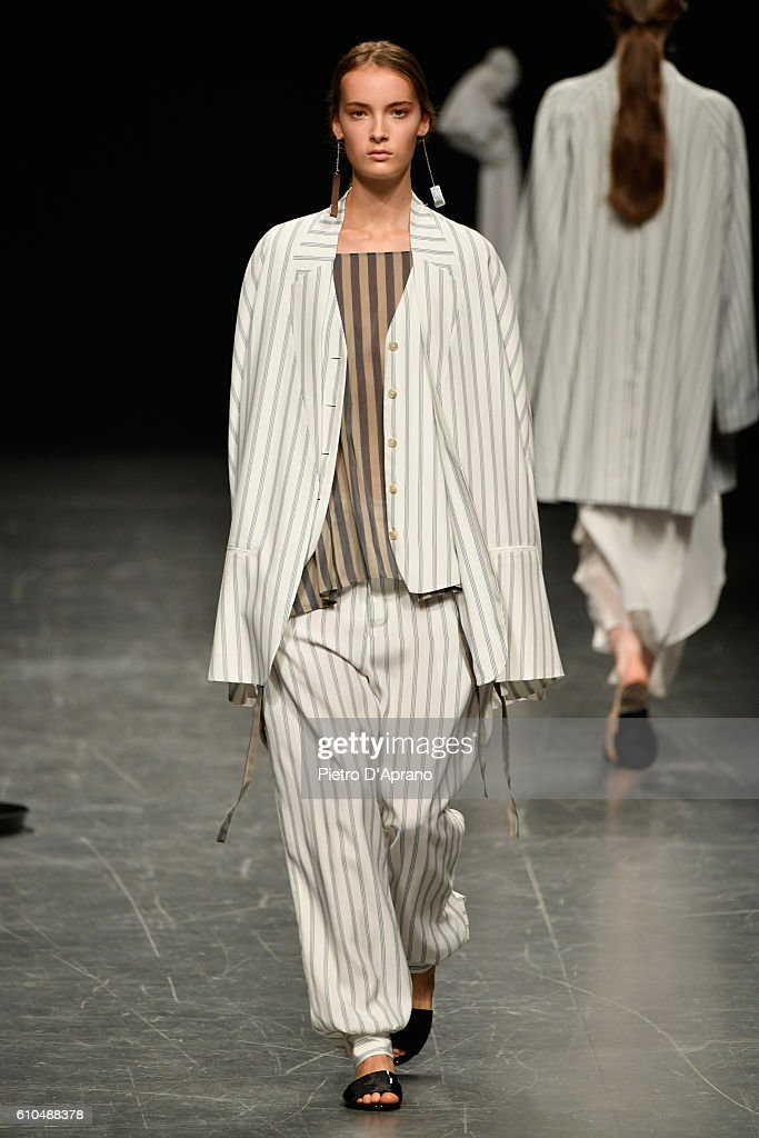 model-walks-the-runway-at-the-lucio-vanotti-show-during-milan-fashion-picture-id610488378