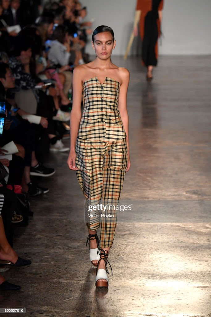 model-walks-the-runway-at-the-lucio-vanotti-show-during-milan-fashion-picture-id850657616