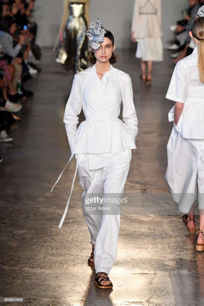 model-walks-the-runway-at-the-lucio-vanotti-show-during-milan-fashion-picture-id850657656
