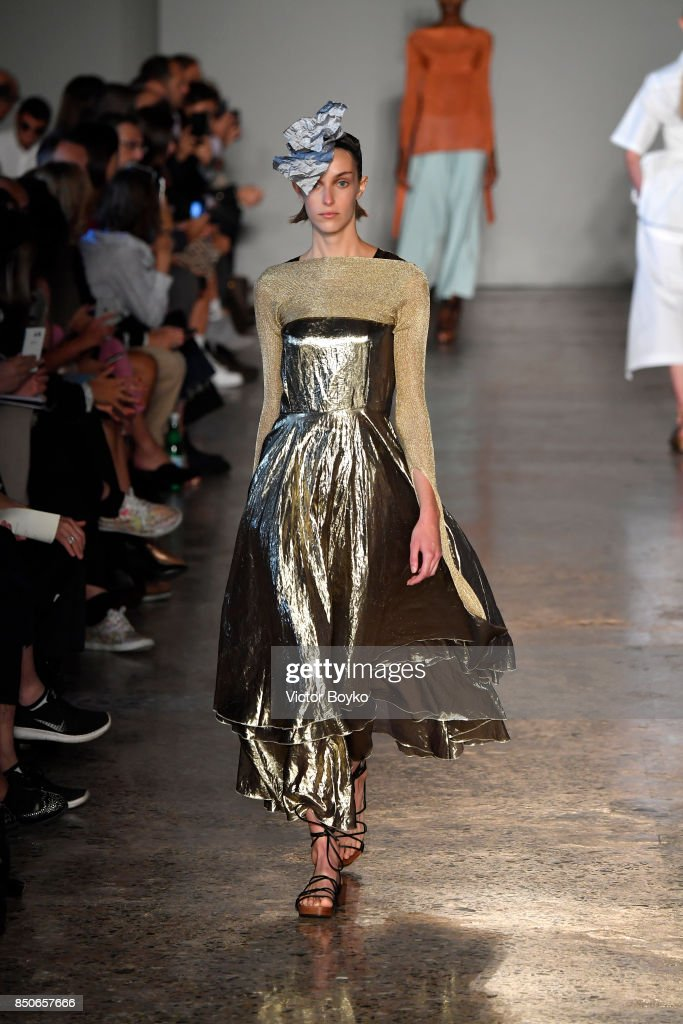 model-walks-the-runway-at-the-lucio-vanotti-show-during-milan-fashion-picture-id850657666