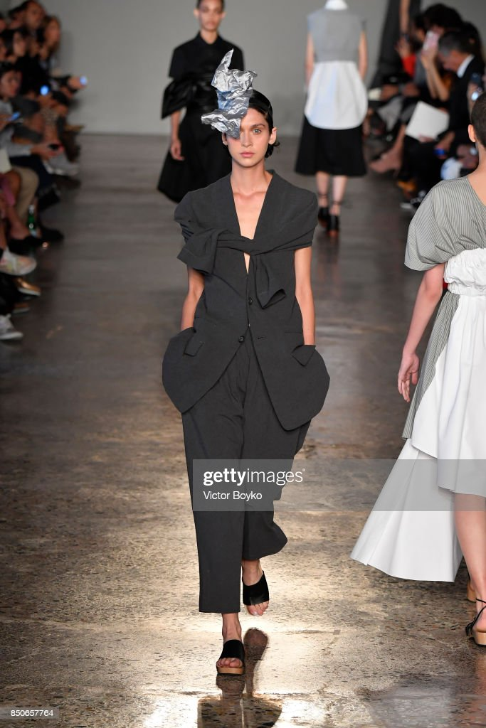 model-walks-the-runway-at-the-lucio-vanotti-show-during-milan-fashion-picture-id850657764