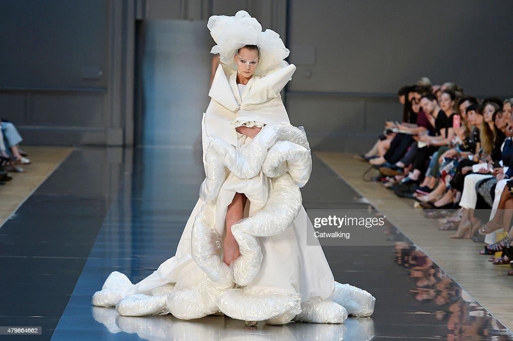 Maison margiela couture fall 2015 runway paris haute for Margiela haute couture
