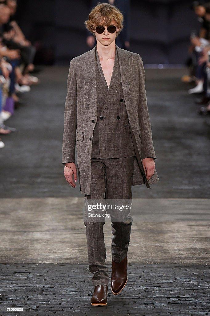 Maison margiela mens spring 2016 runway paris menswear for Model maison 2016