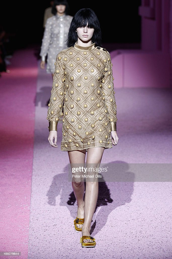 A model walks the runway at the Marc Jacobs fashion show during MercedesBenz Fashion Week Spring 2015 at Park Avenue Armory on September 11 2014 in...