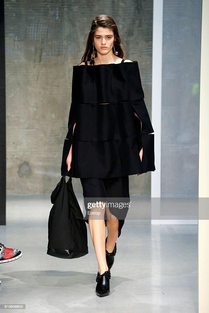 model-walks-the-runway-at-the-marni-designed-by-consuelo-castiglioni-picture-id610606600