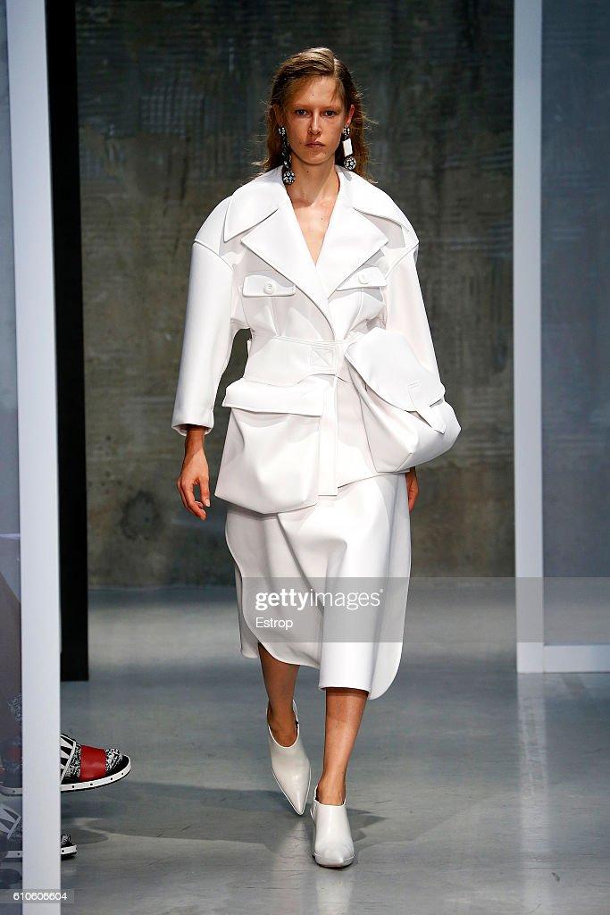 model-walks-the-runway-at-the-marni-designed-by-consuelo-castiglioni-picture-id610606604