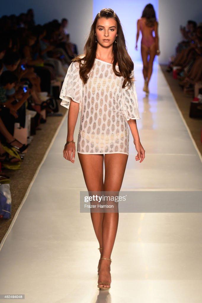 Mia marcelle runway mercedes benz fashion week swim for Mercedes benz fashion show