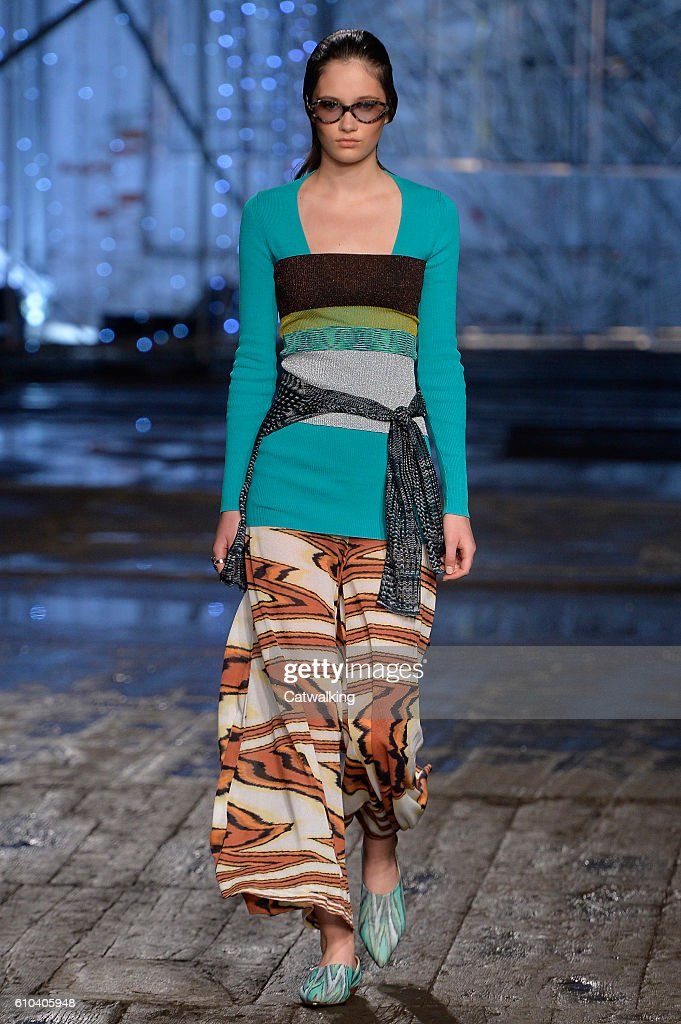 model-walks-the-runway-at-the-missoni-spring-summer-2017-fashion-show-picture-id610405948